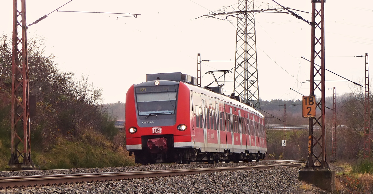 . 425 634-3 pictured in Ensdorf on December 20th, 2014.