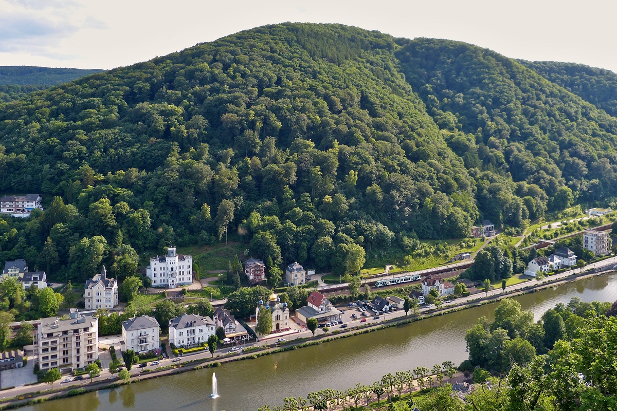 . A VECTUS LINT 41 is approaching the main station of Bad Ems on May 25th, 2014.