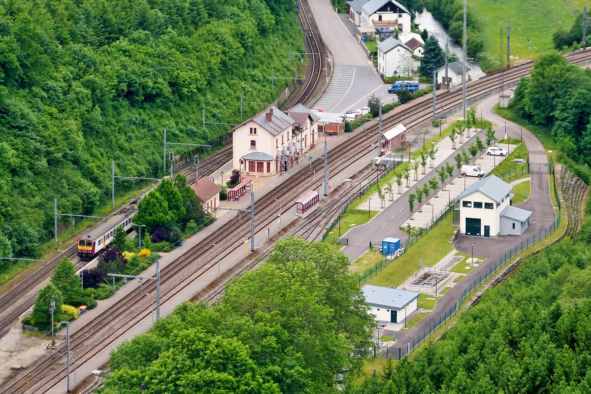 . A Z 2000 unit is leaving the station of Kautenbach on June 15th, 2013.