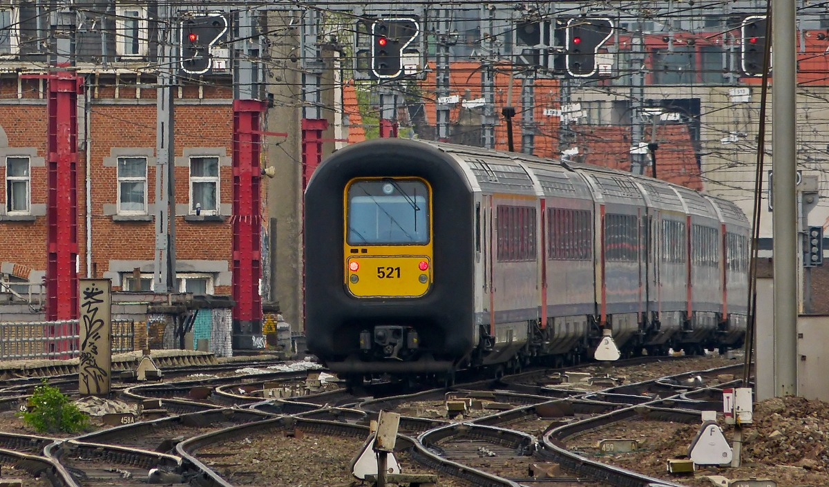 . AM 96 521 is leaving the station Bruxelles Midi on April 6th, 2014.