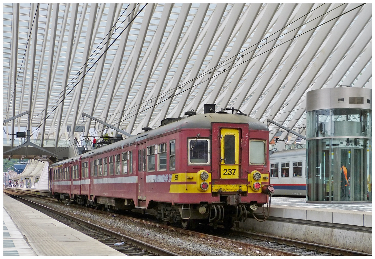 . AM63 237 photogaphed in Liège Guillemins on May 10th, 2013.
