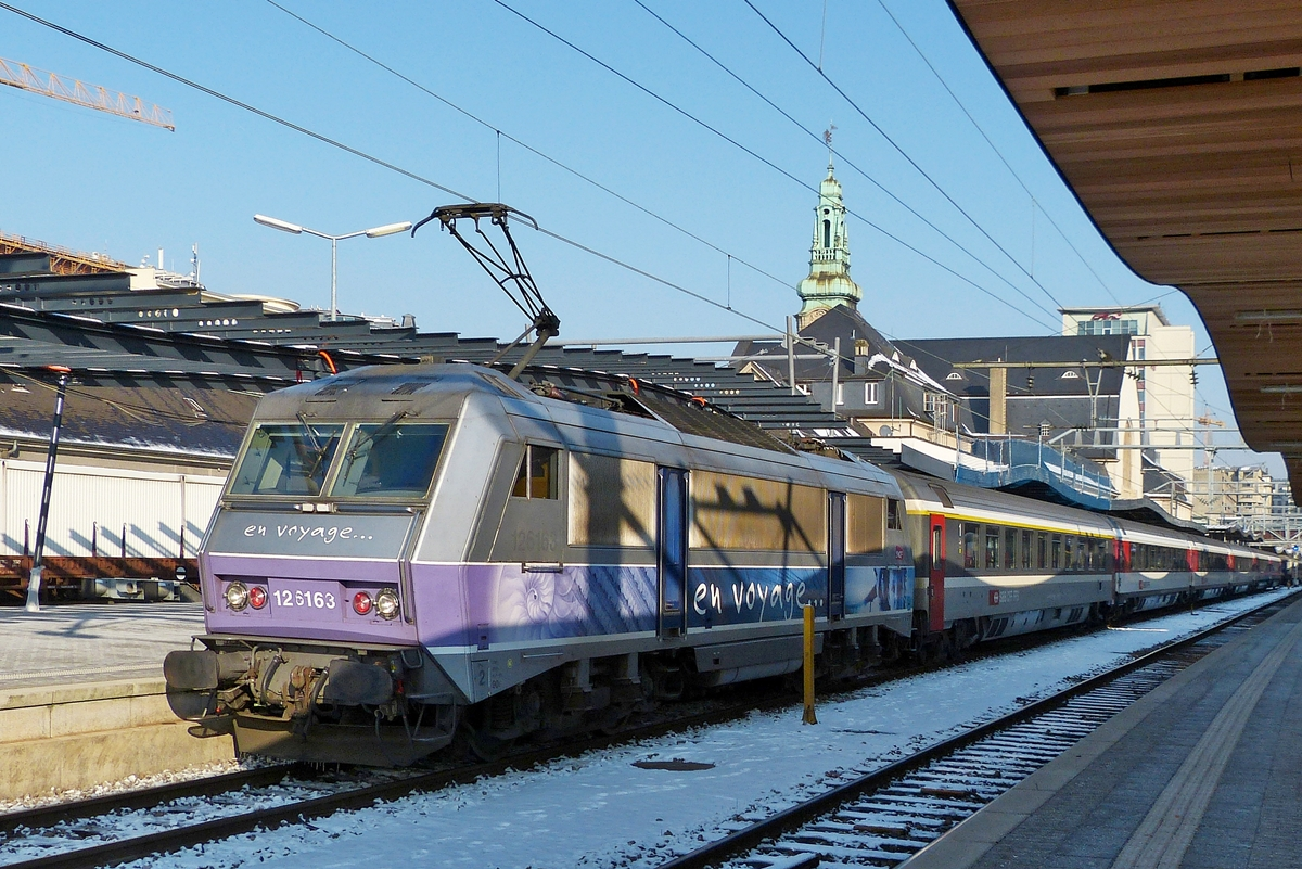 . BB 26163 is hauling the EC 91  Vauban  Bruxelles Midi - Basel out of the station of Luxembourg City on February 1st, 2013.
