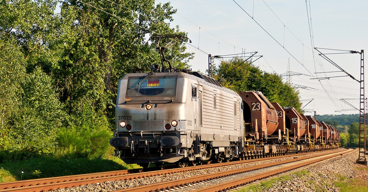 . BB 37022 is hauling torpedo cars through Ensdorf on July 18th, 2014.
