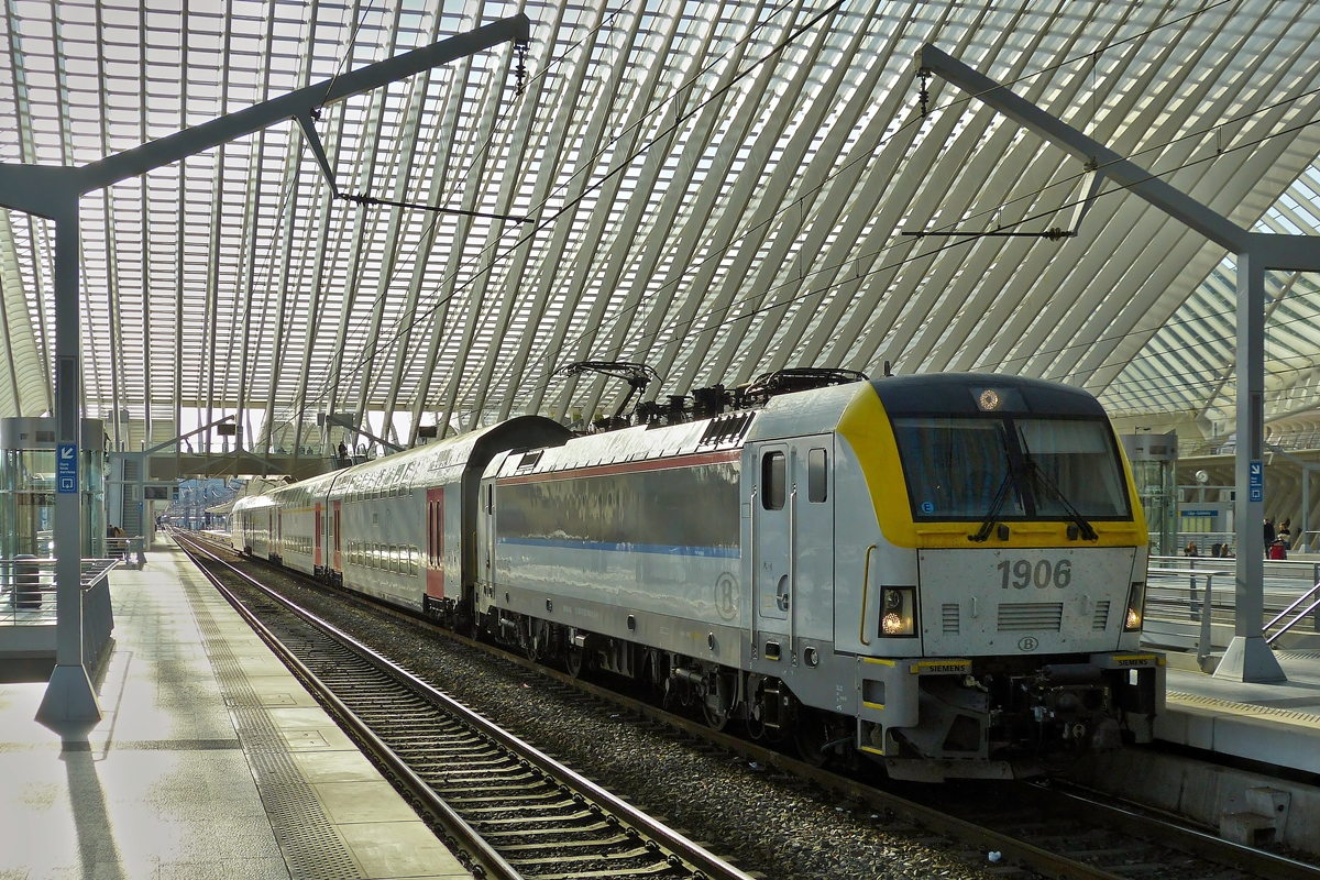 . HLE 1906 with M 6 cars taken in Liège Guillemins on October 18th, 2014.