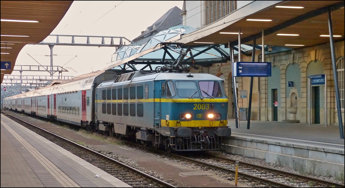 . HLE 2003 is hauling an IC from Brussels into the station of Luxembourg City on September 30th, 2013.