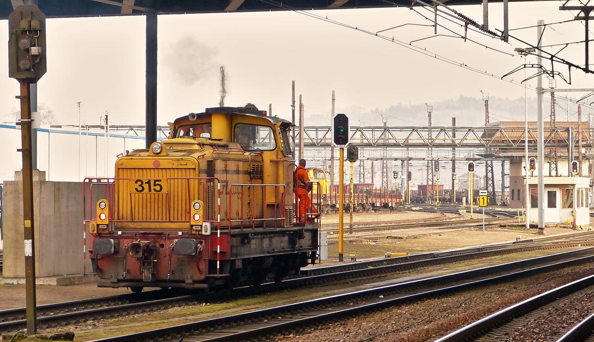 . The CFL Cargo shunter engine 315 photographed in Esch/Belval on March 7th, 2014.
