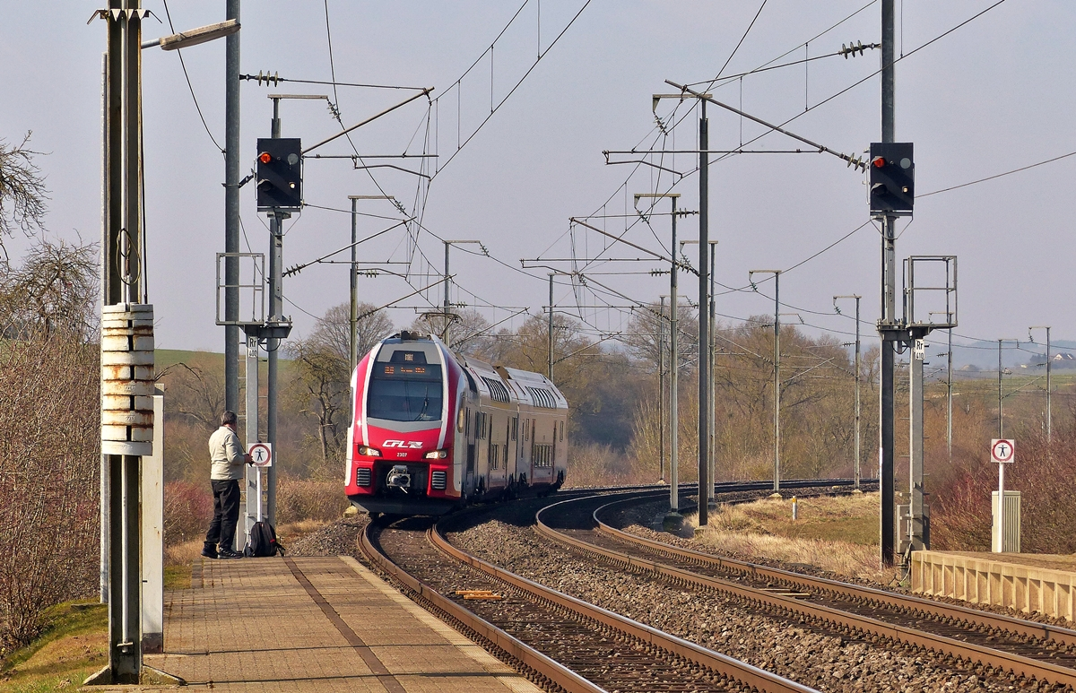 . The CFL KISS Z 2307 is running through Betzdorf on March 18th, 2015.