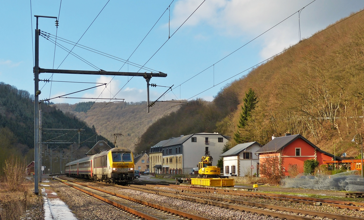 . The IC 112 Liers - Luxembourg City is running through the station of Goebelsmühle on January 20th, 2015.