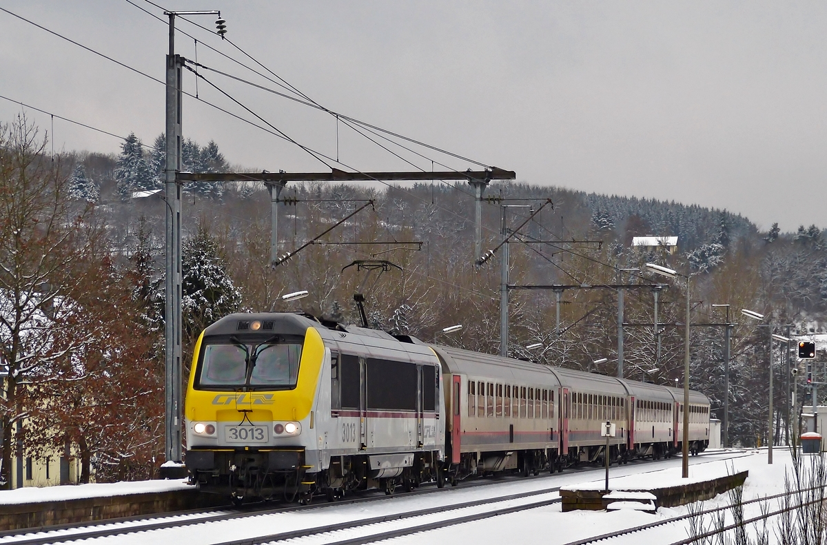 . The IC 114 Liers - Luxembourg City is leaving the station of Wilwerwiltz on January 24th, 2015.