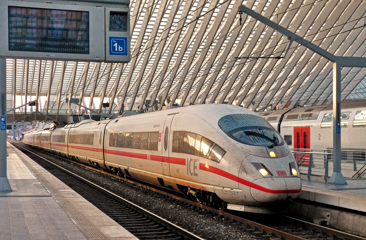 . The ICE 4607  Hannover  is arriving in Liège Guillemins on October 18th, 2014.