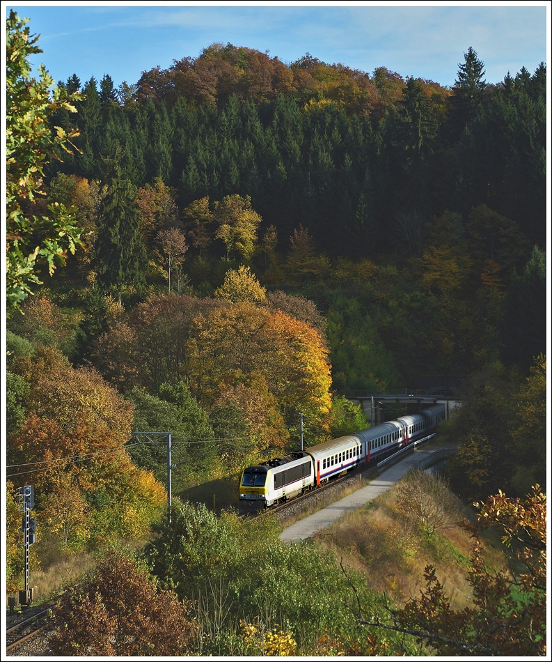 . The IR 116 Luxembourg City - Liers is leaving the tunnel in Lellingen on October 22nd, 2013.
