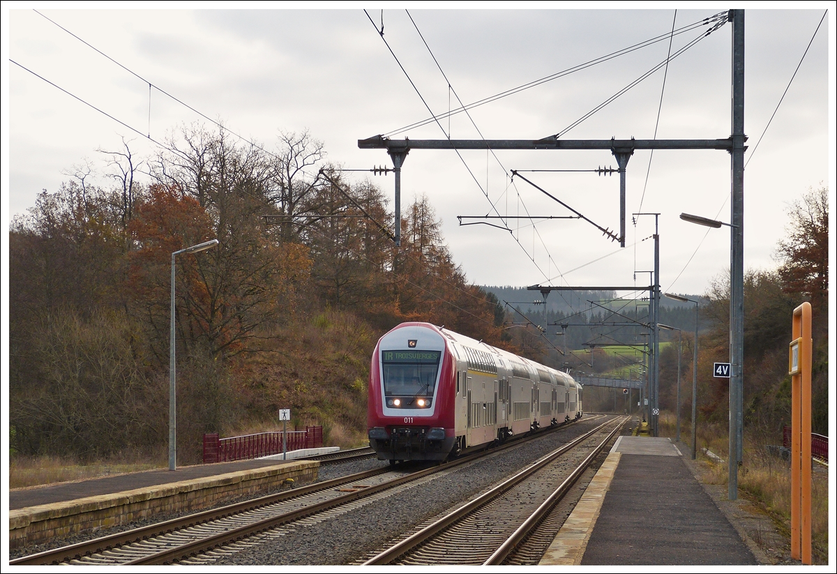 . The IR 3710 Luxembourg City - Troisvierges is arriving in Wilwerwiltz on December 2nd, 2013.