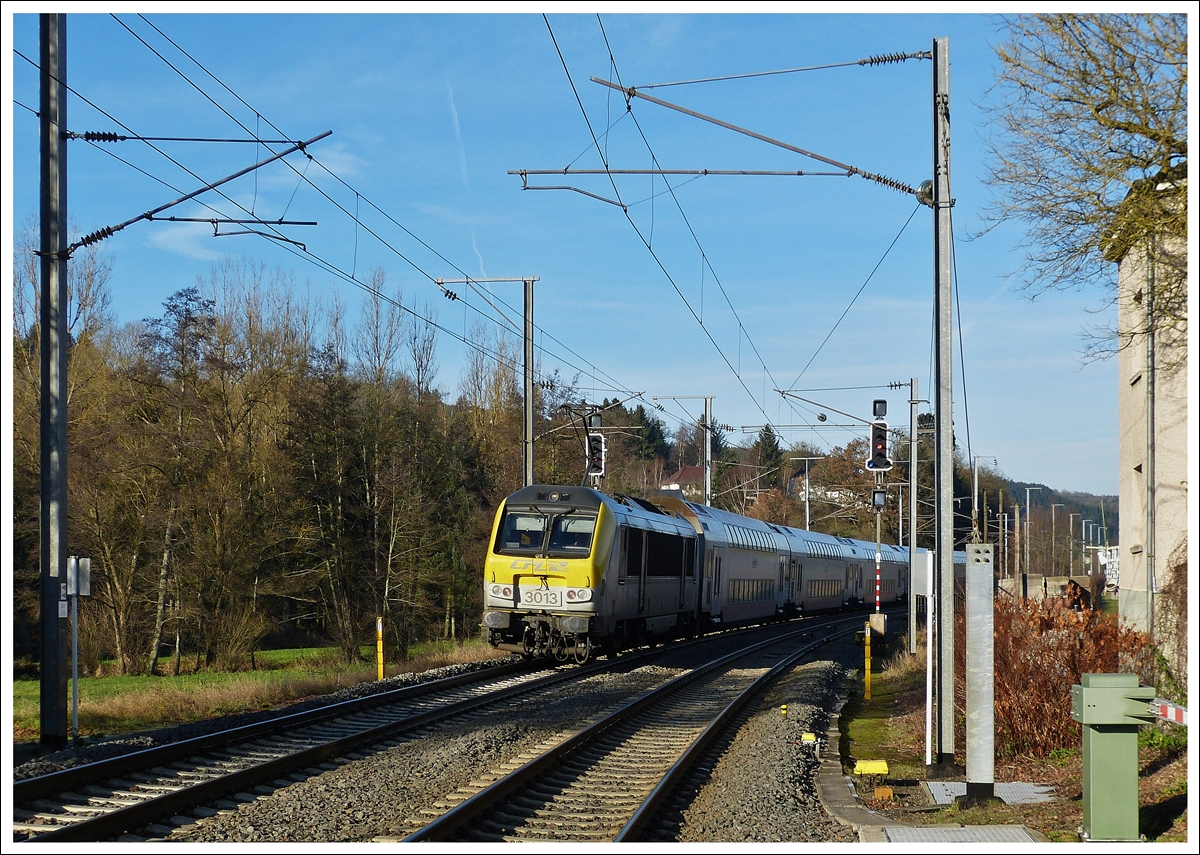 . The IR 3737 Troisvierges - Luxembourg City is arriving in Wilwerwiltz on December 16th, 2013.