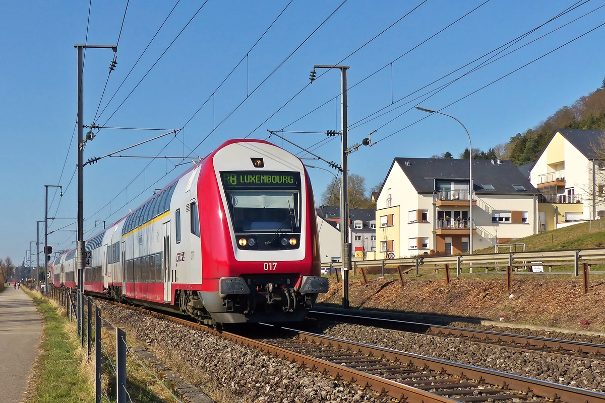 . The RB 3539 Diekirch - Luxembourg City is running through Rollingen/Mersch on March 12th, 2015.