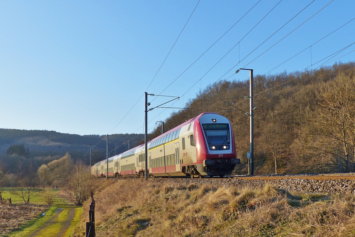 . The RE 3741 Troisvierges - Luxembourg City is arrinving in Drauffelt on February 11th, 2015.