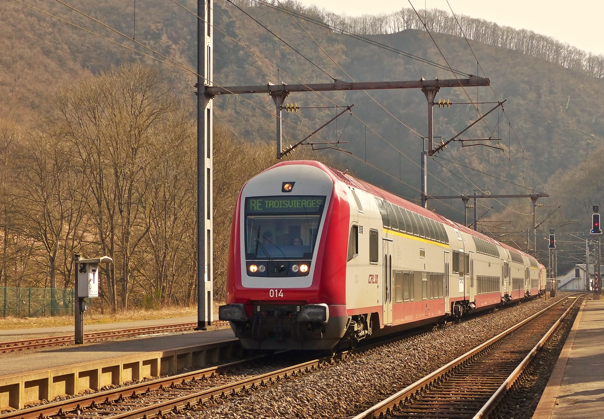 . The RE 3762 Luxembourg City - Troisvierges is arriving in Kautenbach on March 8th, 2015.