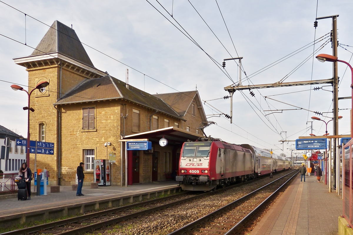 . The RE 3789 Troisvierges - Luxembourg City is entering into the station of Mersch on March 8th, 2015.