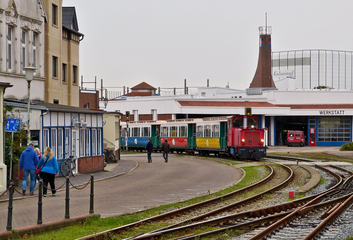 . The Schöma Diesel engine  Berlin  is hauling its heritage cars into the station of Borkum (Nordseebad) on October 8th, 2014.