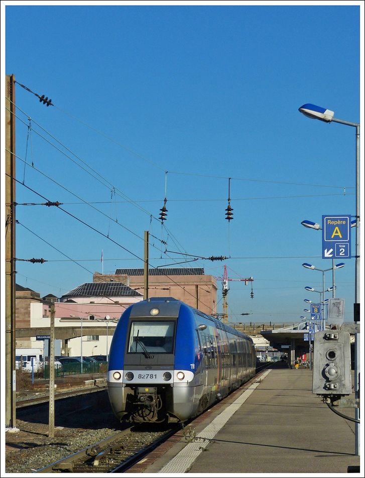 . The SCNF TER Alsace Bibi B 82781 is leaving the main station of Mulhouse on December 10th, 2013.
