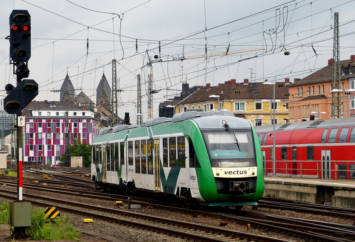 . The Vectus VT 259 is entering into the main station of Koblenz on May 27th, 2014.