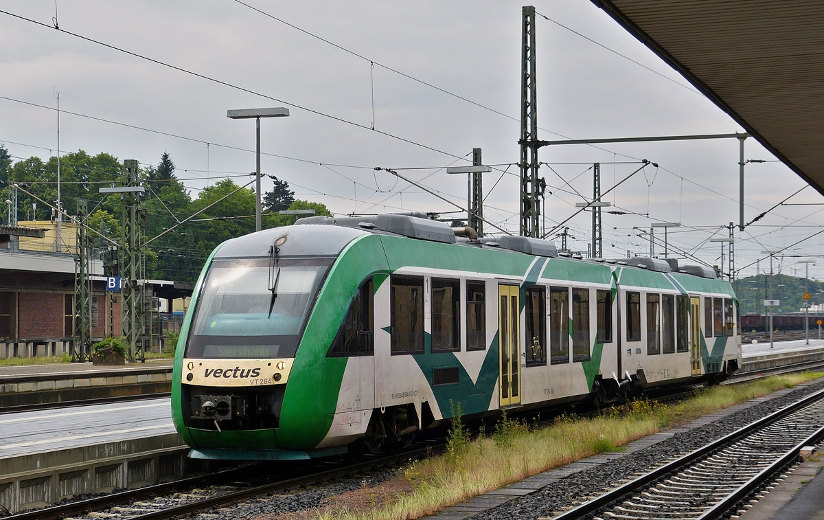 . The Vectus VT 264 is entering into the station of Limubrg (Lahn) on May 26th, 2014.