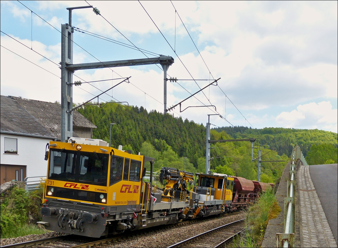 . Two CFL Robel taken with a maintenance train in Drauffelt on May 18th, 2014.