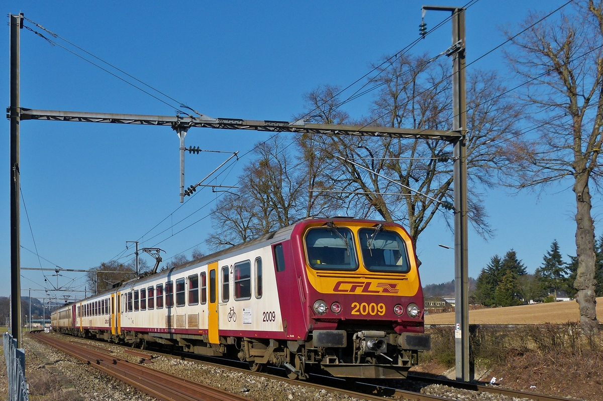 . Z 2000 double unit is running between Schieren and Colmar-Berg on March 1st, 2013.