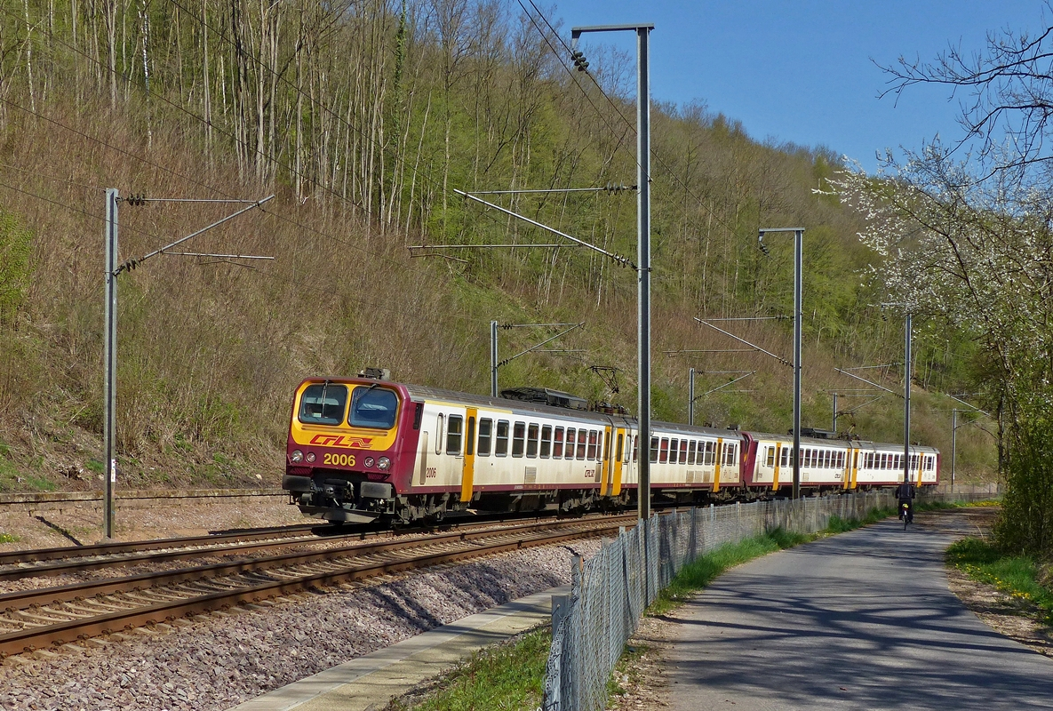 . Z 2000 double unit is running as RB 3635 Diekirch - Luxembourg City between Cruchten and Essingen on April 21st, 2015.