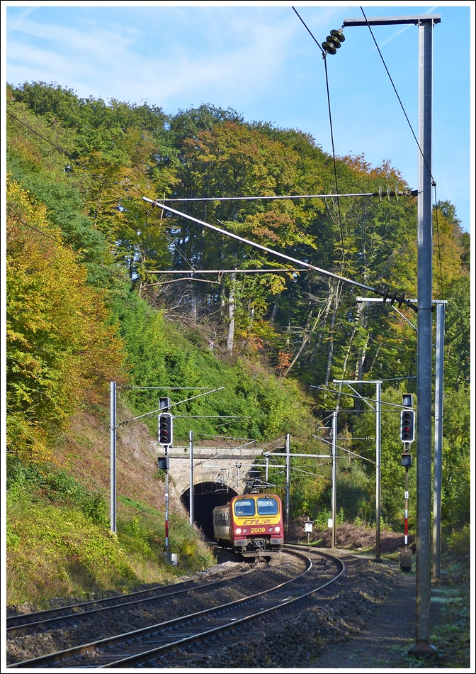 . Z 2009 is leaving the tunnel in Cruchten on October 19th, 2013.