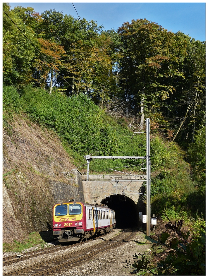 . Z 2017 as RB 3237 Wiltz - Luxembourg City is leaving the tunnel in Cruchten on October 19th, 2013.