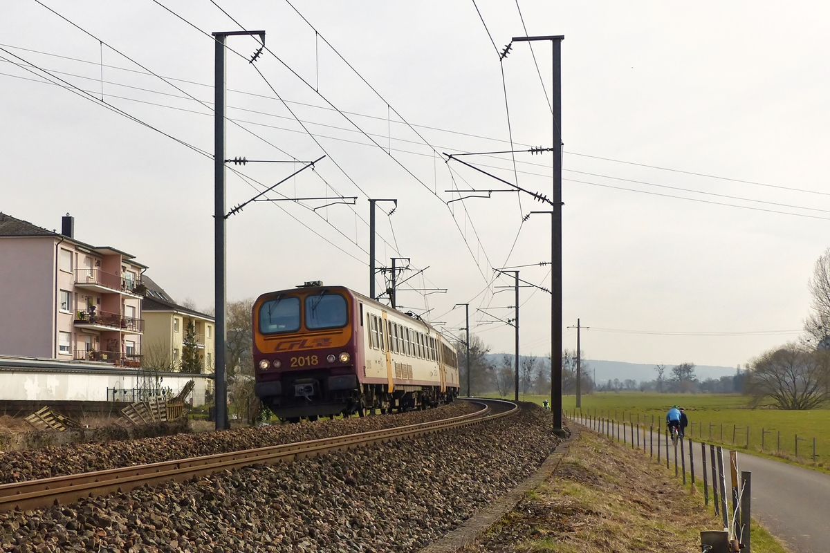 . Z 2018 is running as RB 3514 Luxembourg City - Diekirch between Lintgen and Mersch on March 8th, 2015.