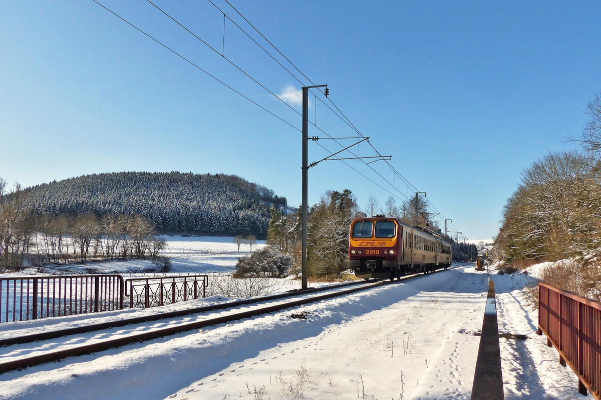 . Z 2019 as RE 3838 Troisvierges - Luxembourg City is running between Troisvierges and Maulusmühle on February 4th, 2015.