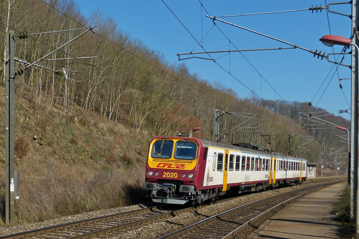 . Z 2020 is entering into the station of Cruchten on March 10th, 2014.