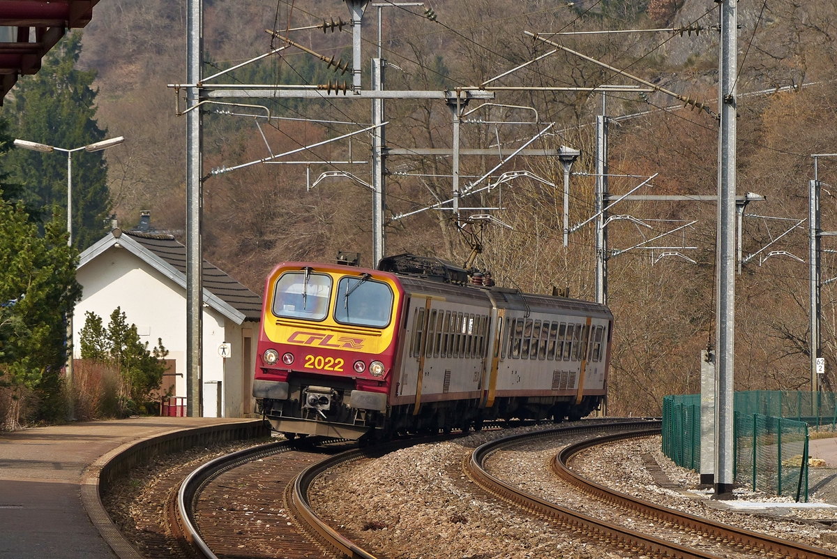 . Z 2022 is entering into the station of Kautenbach on March 23rd, 2015.