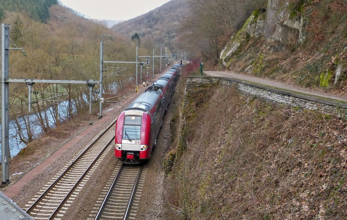 . Z 2200 double unit as RE 3835 Troisvierges - Luxembourg City is running between Kautenbach and Goebelsmühle on February 5th, 2015.