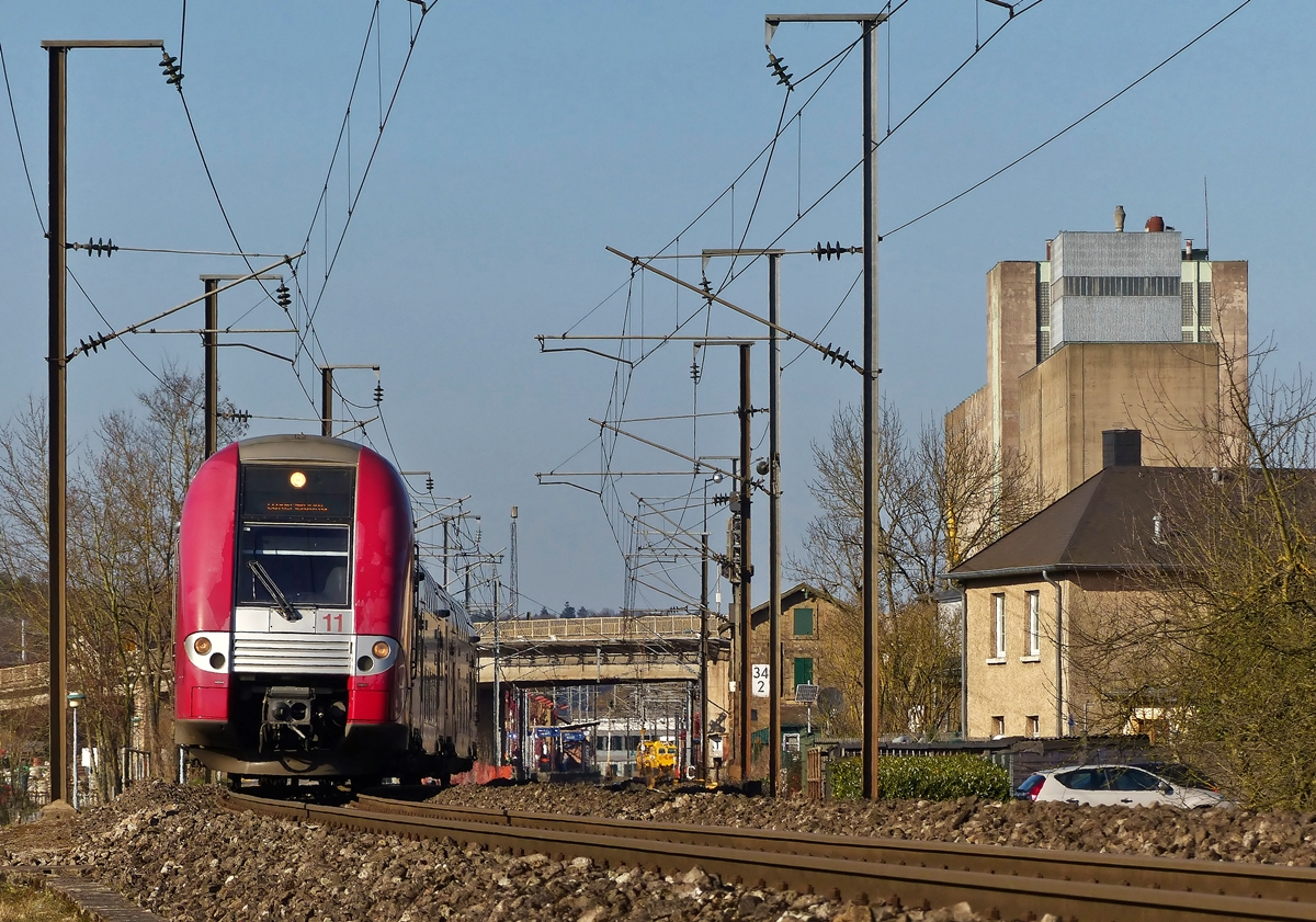 . Z 2211 is running as RE 3739 Troisvierges - Luxembourg City between Mersch and Berschbach on March 12th, 2015.
