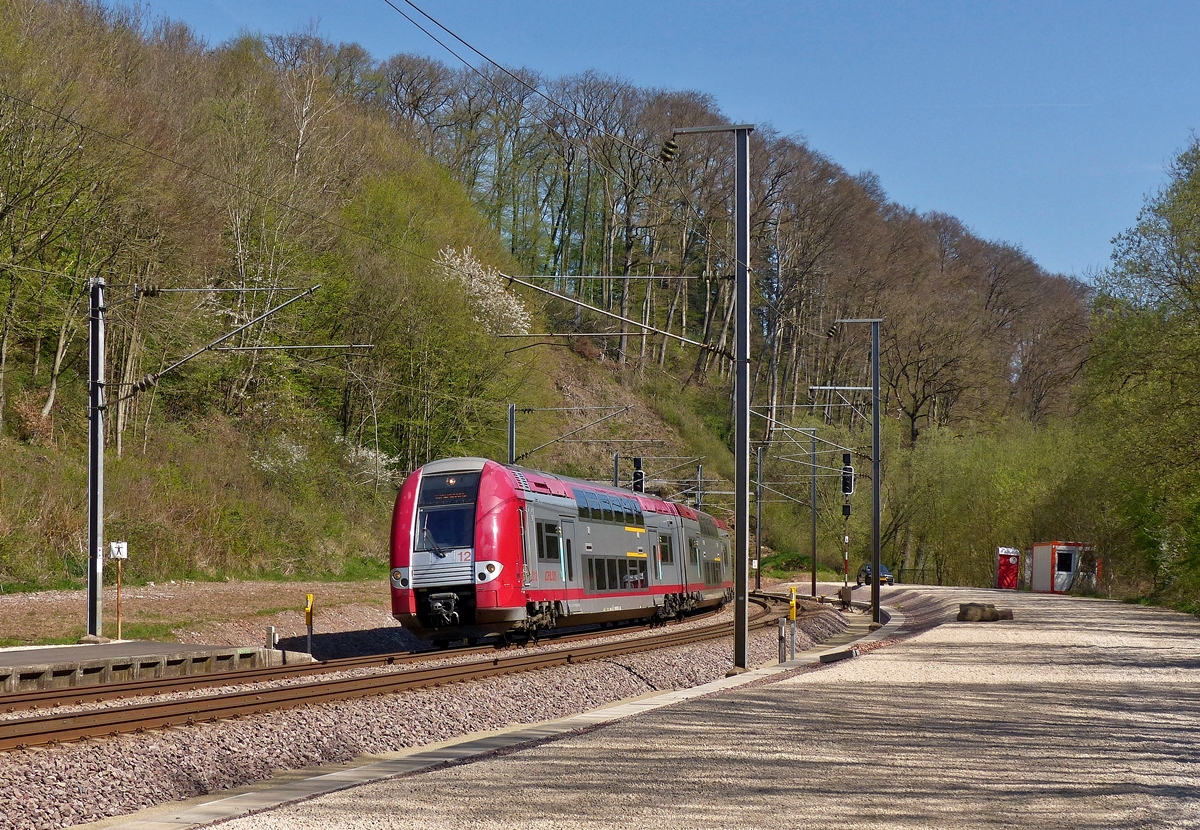 . Z 2212 is entering into the station of Cruchten on April 21st, 2015.