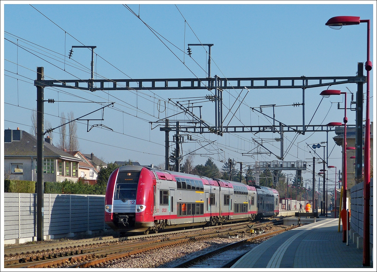 . Z 2212 is leaving the station of Noertzange on January 31st, 2014.