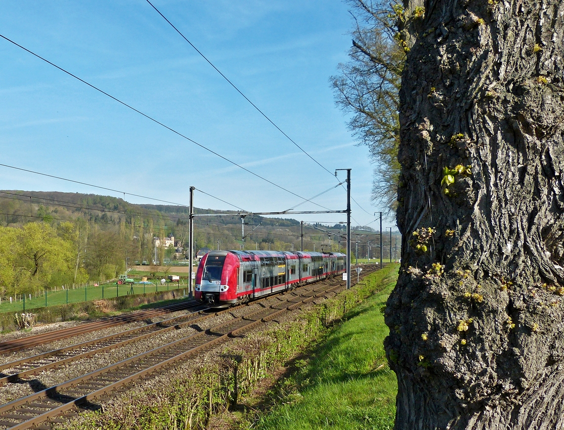. Z 2212 is running through Schieren on April 21st, 2015.