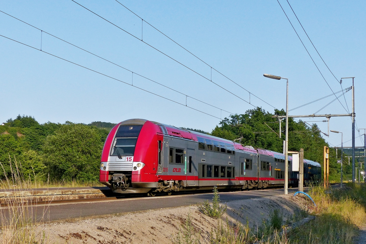 . Z 2215 is entering into the station of Wilwerwiltz on July 16th, 2015.