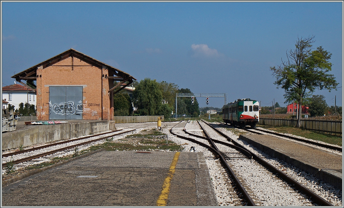 A Aln 668 is arriving at Brescello.