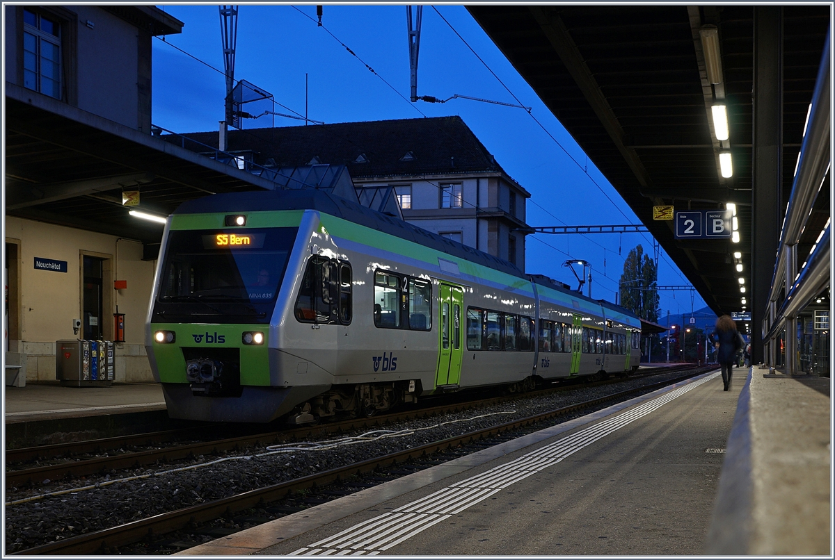 A BLS RABe 525 NINA to Bern in the Neuchâtel Station on the early morning time. 