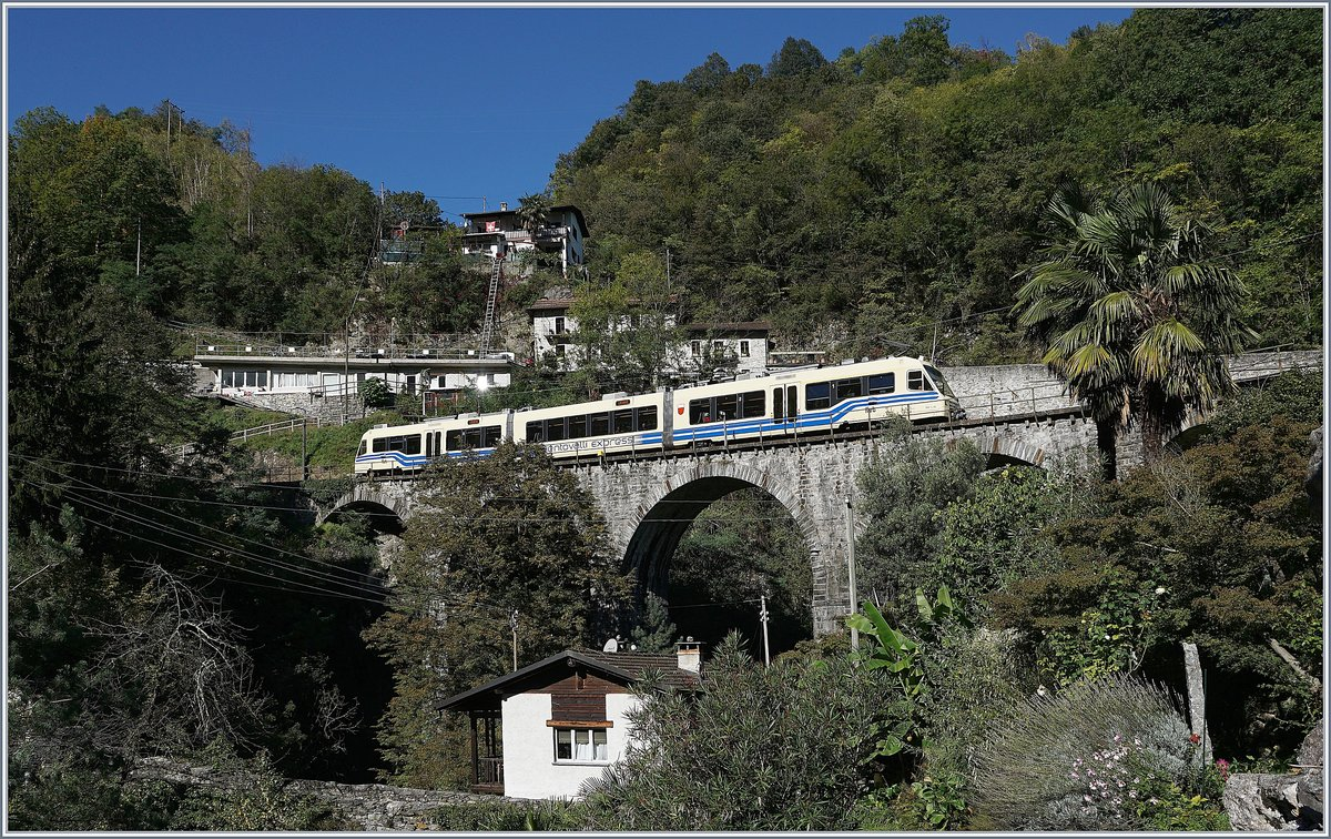 A Centovalli-Express on the way to Locarno by Intragna. 