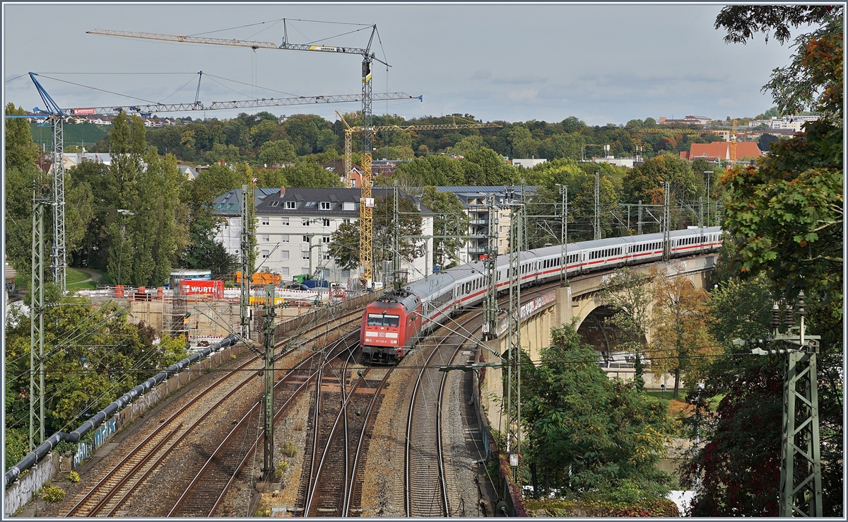 A DB 101 wiht an IC is by Bad Cannstadt on the way to the Stuttgart Main Station.