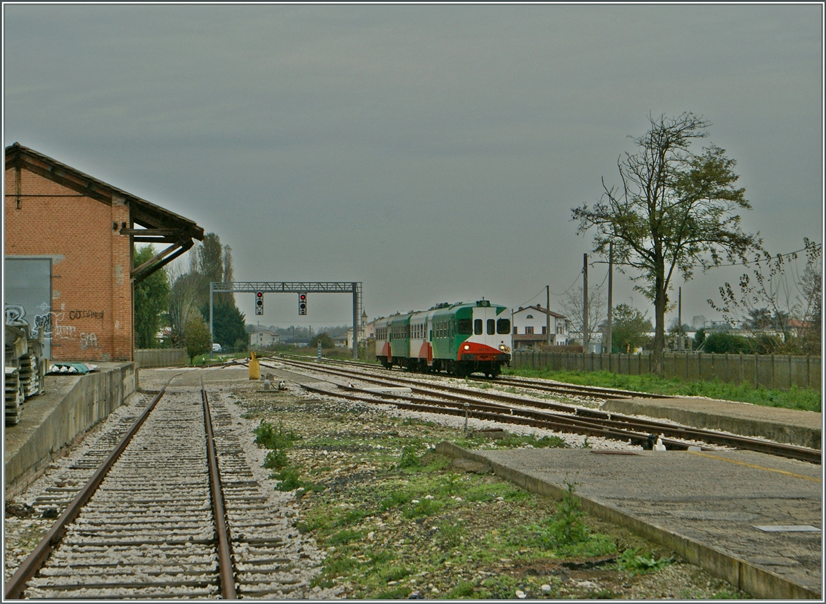 A FER Aln 668 is arriving at Brecello.