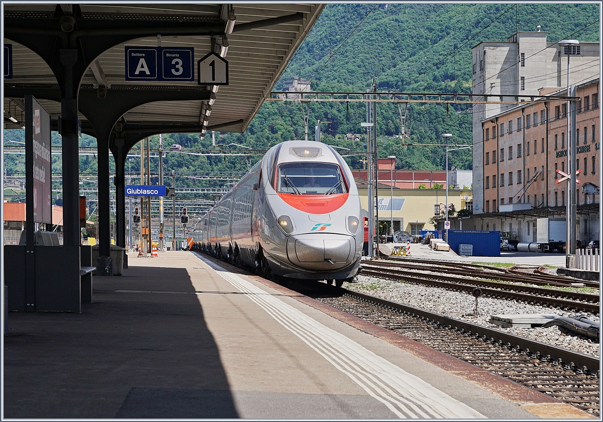 A FS ETR 610 on the way to Milano in Giubiasco.