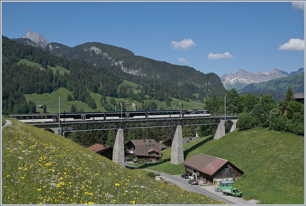 A MOB Ge 4/4 with a GoldenPass Panoramic on the way to Zweisimmen by Gstaad. 