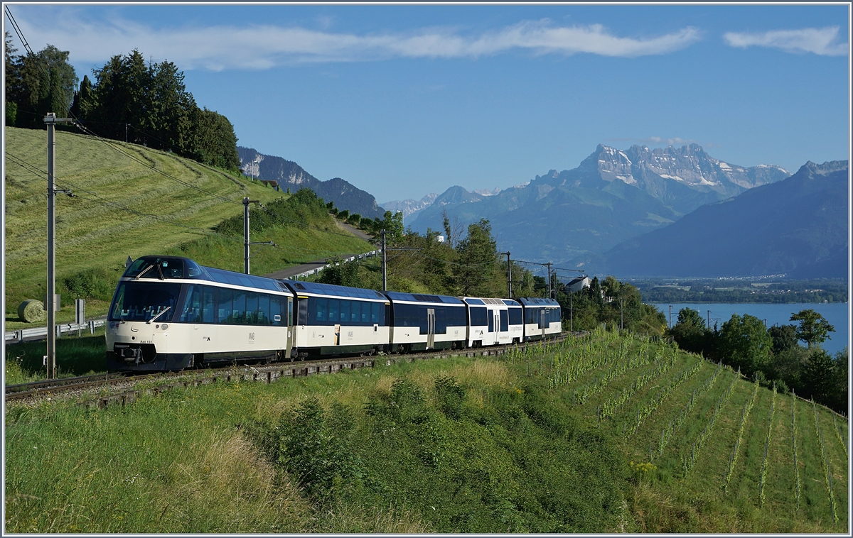 A MOB Panormaic Express on the way to Montreux by Plachamp. 