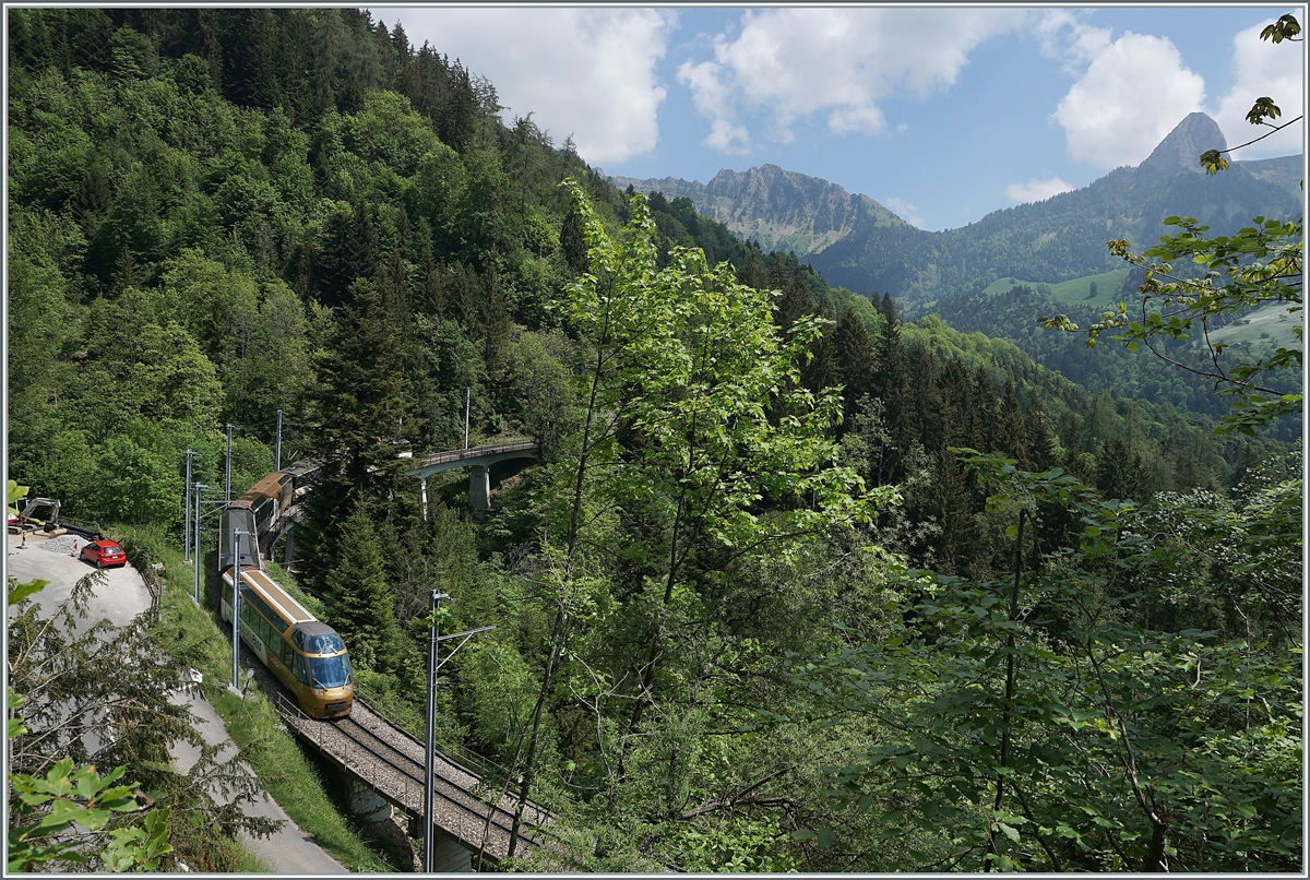 A MOB Panormaic Express Service on the way to Zweisimmen on the Bois des Chenaux Bridge near Les Avants.