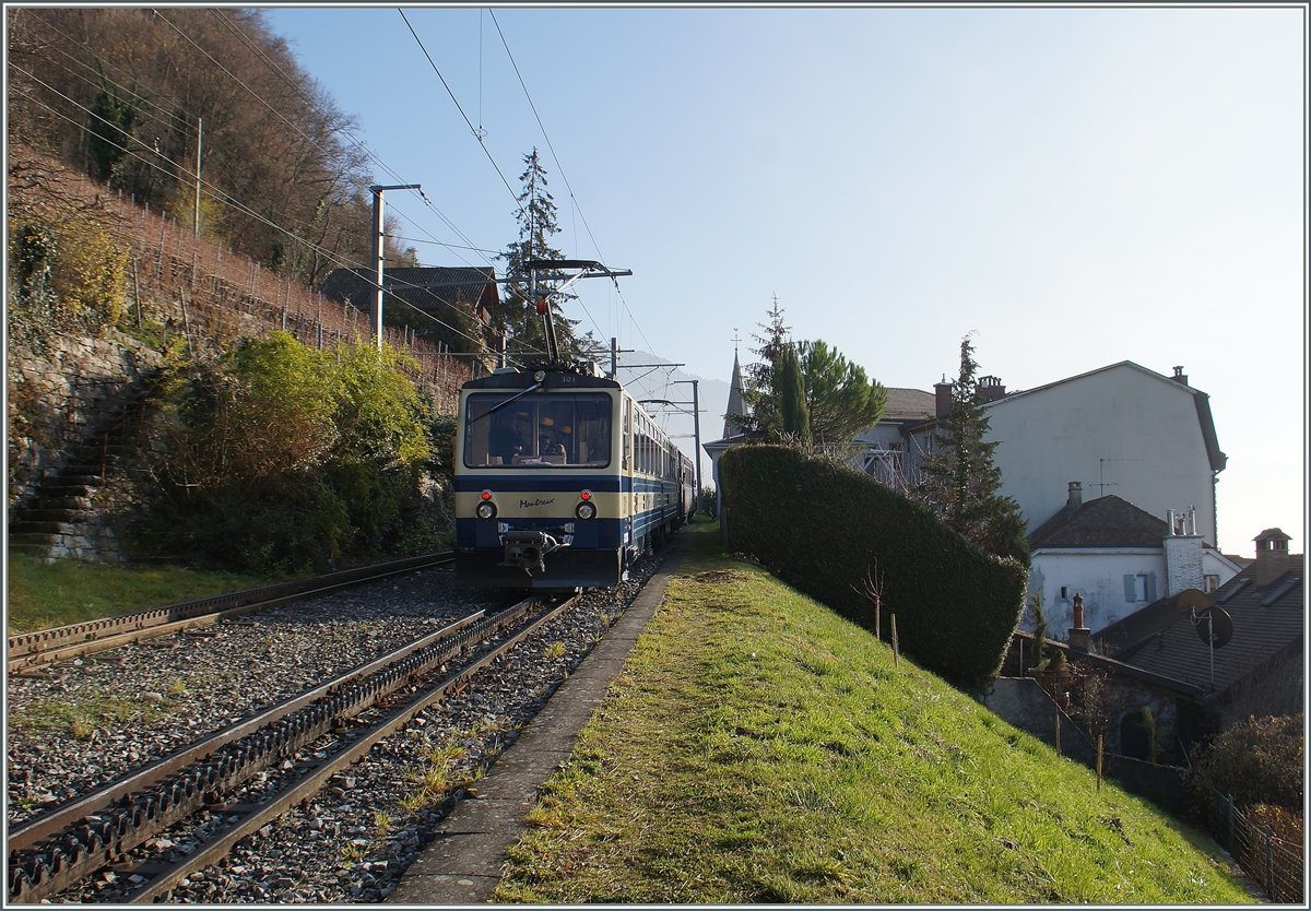 A Rochers de Naye train on the way to the Rochers de Naye by Les Plachnees (Montreux) 